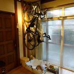 壁掛けロードバイク置き場増設は材料費3,000円少々でした。