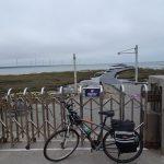 台湾のウユニ塩湖と呼ばれる高美湿地は風が強く立入禁止でした。